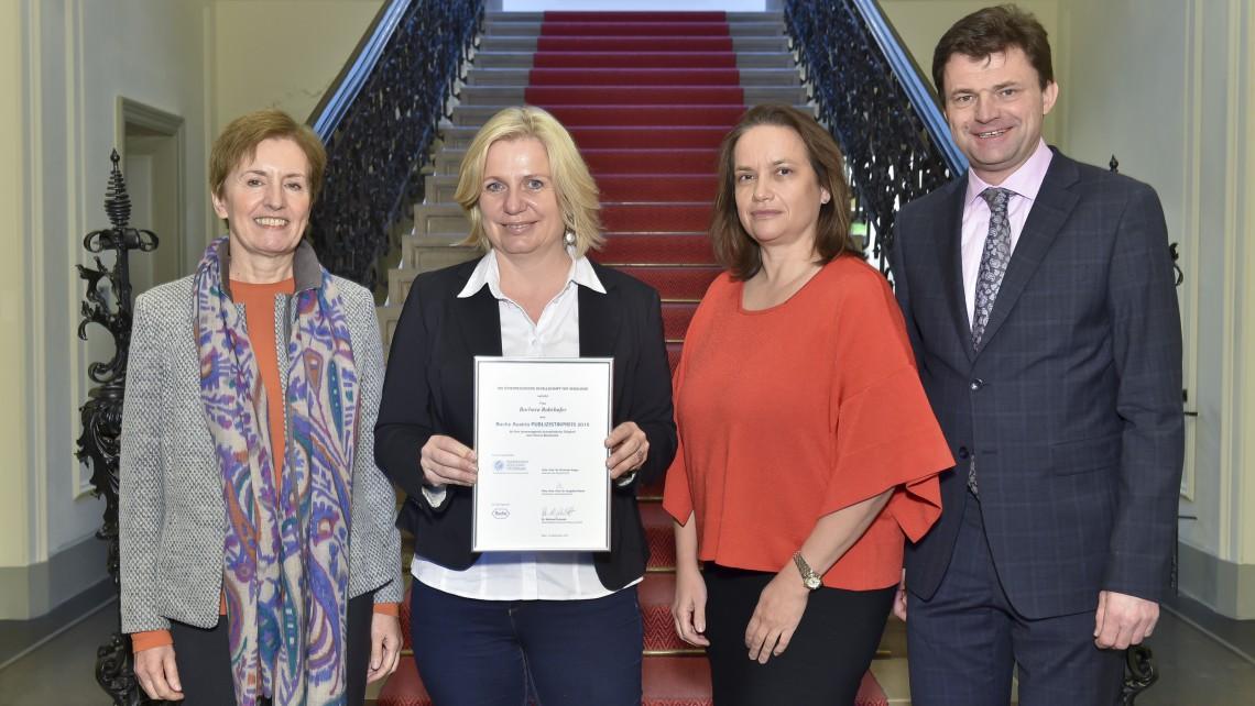 PR Bild Österreichische Gesellschaft für Senologie (ÖGS) verleiht Roche Austria Publizistikpreis 2015 an Barbara Rohrhofer