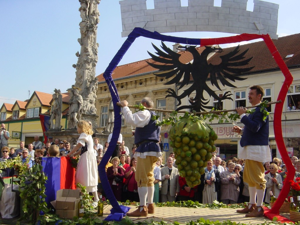PR Bild Poysdorfer Kundschafter beim Winzerfestumzug am Bezirkswinzerfest © Stadtgemeinde Poysdorf