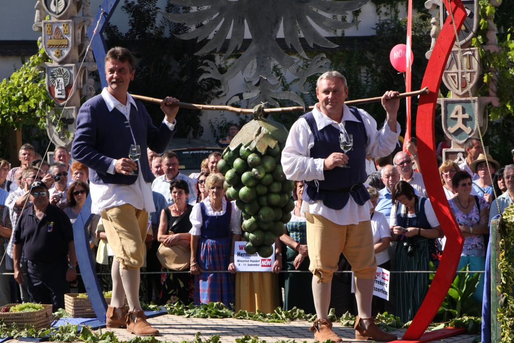 Pressebild Vino Versum Poysdorf Bezirkswinzerfest - Poysdorfer Kundschafter © Eva Pfeifer