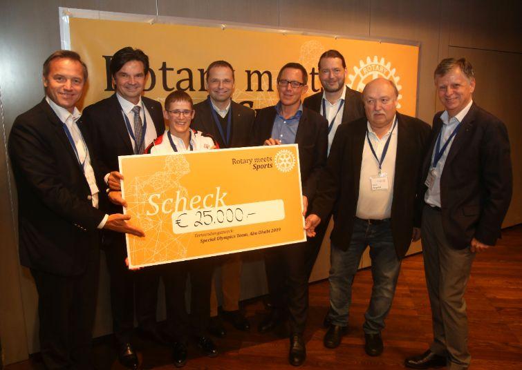 PR Bild Rotary meets Sports/Spendenscheckübergabe © Gerhard Deutsch