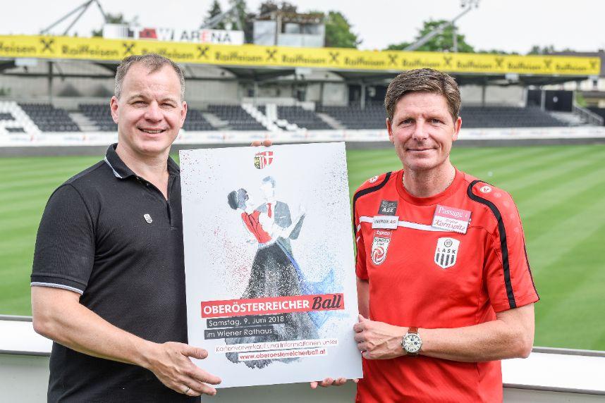 PR Bild ÖÖ-Ball v.l.n.r.: Siegmund Gruber, LASK Präsident, Oliver Glasner, LASK Trainer © Markus Wenzel