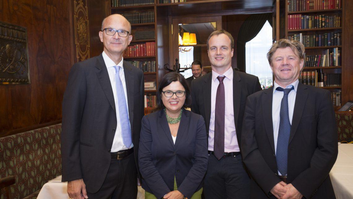 PR Bild/Österreichische Gesellschaft für Internistische Angiologie (ÖGIA), Gruppenbild der Podiumsteilnehmer zur Pressekonfernz am 9. Oktober 2018