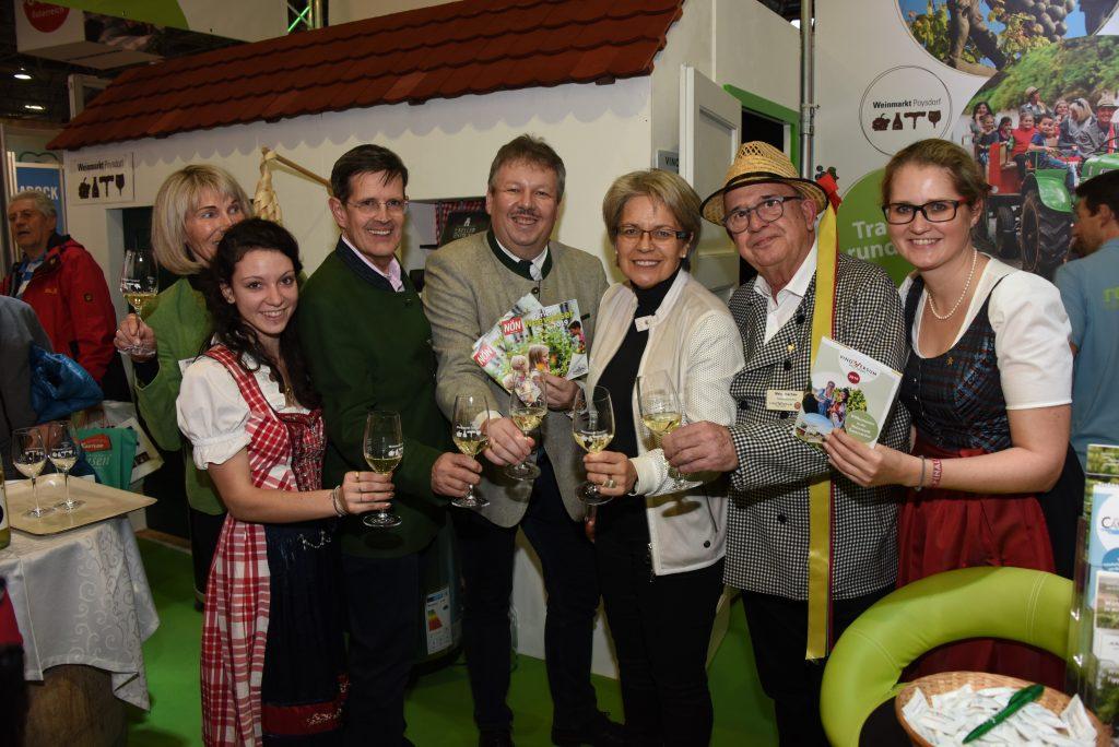 PR Bild Vino Versum Poysdorf Tourismus Team Poysdorf bei Ferienmesse Wien 2019 © Werner Kraus