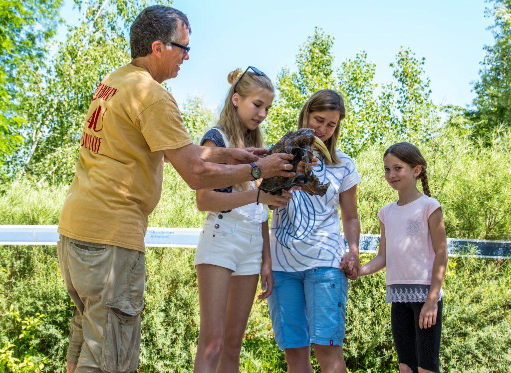 Kinder ab 6 Jahren erfahren spielerisch und interaktiv wie sehr das Klima unsere Umwelt prägt und nehmen eine selbst angefertigte Erinnerung mit nach Hause