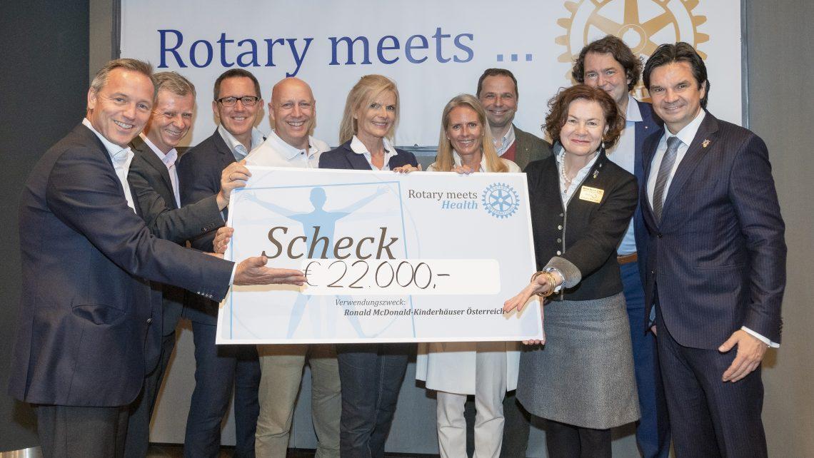 Pressebild Rotary meets Health Organisationskomitee mit Scheck für Ronald McDonald Kinderhilfe © Jeff Mangione