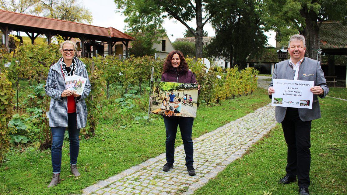 Vino-Versum-Geschäftsführerin Susanne Reidlinger, Stadträtin Gudrun Sperner-Habitzl, Bürgermeister Thomas Grießl © Vino Versum
