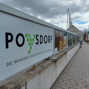 PR Bild Neue Werbetafeln Eingang Vino Versum Poysdorf © Vino Versum